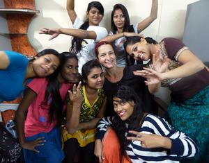 23b Inna group girls