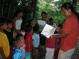 Federico and Solania teaching in the Refuge Shuar